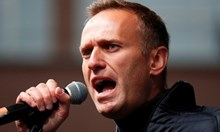 Навални е отровен от бутилка с вода в хотелска стая, а не на летището. Новичок е открит при анализ на шишето