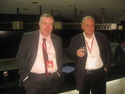 Марио Трайков със соцдепутата Димитър Дъбов в кулоарите на конгреса на БСП. СНИМКИ: ФЕЙСБУК