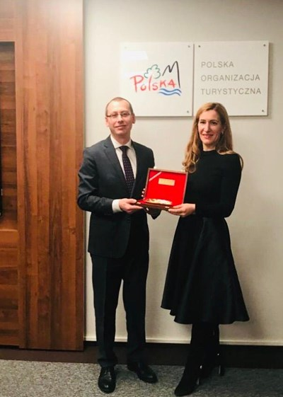 Министърът на туризма Николина Ангелкова на работна среща с д-р Роберт Анджейчик СНИМКА: Министерство на туризма