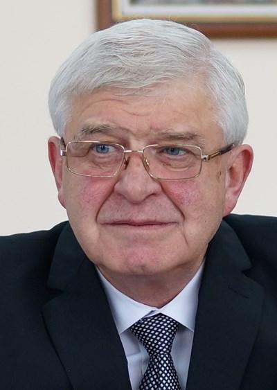КИРИЛ АНАНИЕВ