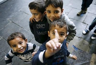 Законът цели да затегне правилата за отпускане на детски надбавки на имигранти от страни от ЕС. СНИМКА: РОЙТЕРС