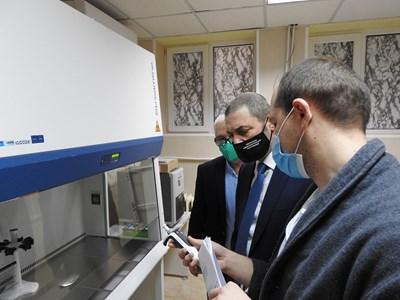 Новата лаборатория ще обработва минимум по 30 проби на ден. СНИМКА: Авторът