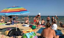 Плажът в Несебър е феномен. Нямате никакъв шанс да си намерите място във фрий зоните, ако не станете в 5 часа сутринта
