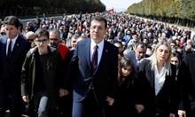 Изгряващата звезда на опозицията, която успя да вземе Истанбул от Ердоган