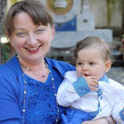 Деница Сачева осиновява Виктор, когато той е на 10 месеца. СНИМКА: Личен профил във фейсбук на Деница Сачева