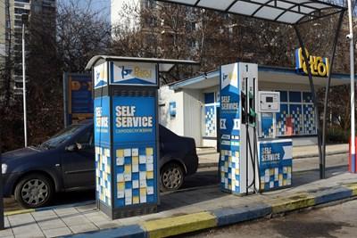 И в България вече има бензиностанции, които работят изцяло на самообслужване. СНИМКА: СНИМКА: ВЕЛИСЛАВ НИКОЛОВ