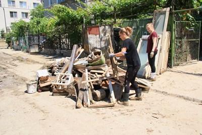 Кал и разрушения са останали след наводнението. СНИМКА: Орлин Цанев