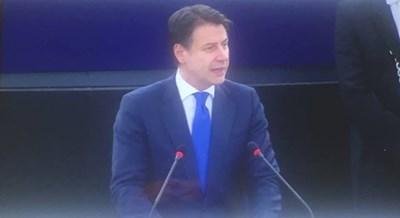 Премиерът на Италия Конти разговаря с европейските депутати в Страсбург. СНИМКА: Кристина Кръстева