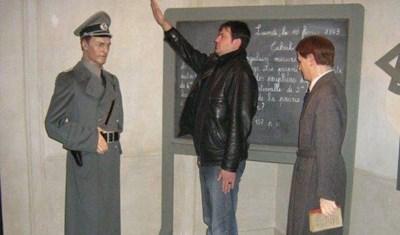 Снимката на Тенев, която стана повод за оставката му