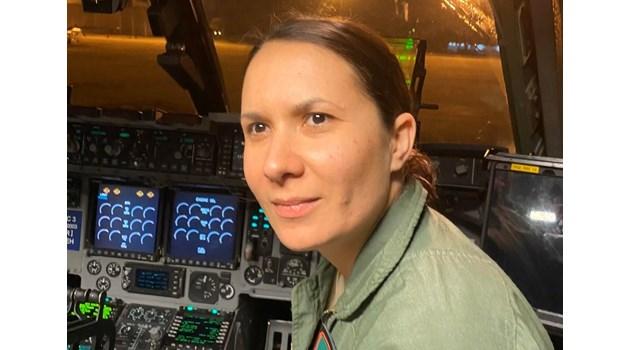 Капитан Жасмина Христова, която докара военния боинг с помощи от Китай