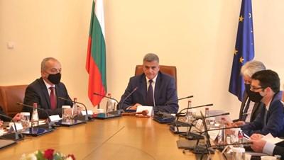 Министър-председателя Стефан Янев на заседанието на Министерския съвет вчера СНИМКА: Йордан Симeонов
