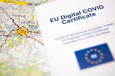 Сертификатът  ще е наличен и на хартиен носител. СНИМКИ: EUROPEAN UNION, 2021