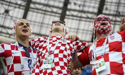 Щастливи фенове след победата на Хърватия над Англия СНИМКА: Ройтерс