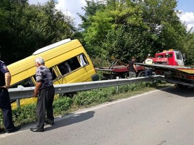 Заради катастрофата пътят остана затворен дълго време. СНИМКА: Дима Максимова