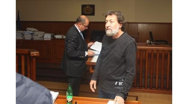Банев поиска да направи изявление в съдебната зала, не му позволиха