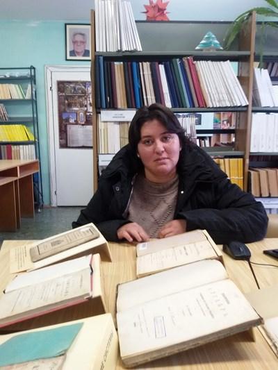 Рейханя Рагуб, която беше извадена от руините на срутения й роден дом.