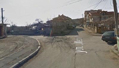 "Кръстовището на айтоските улици ""Места"" и ""Георги Кондолов"" Снимка: Google maps"