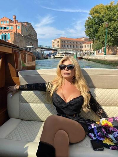 Ана Бец обича да демонстрира колите и къщите си.  СНИМКИ: ИНСТАГРАМ