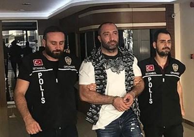 .4 август, 2018 г. Турски спецполицаи извеждат Митьо Очите от луксозен хотел в Истанбул.  СНИМКА: Архив