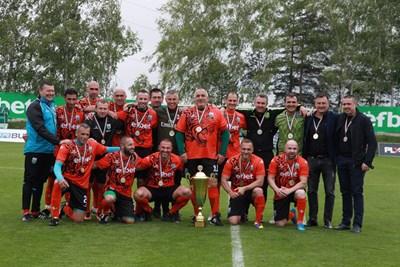 """Ветераните на """"Витоша"""" (Бистрица) спечелиха за четвърти пореден път титлата при ветераните. СНИМКА: Румяна Тонева"""