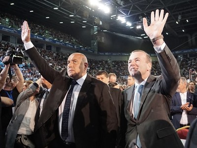 Манфред Вебер кацна в неделя в София специално, за да участва в предизборно мероприятие на ГЕРБ. СНИМКА: Десислава Кулелиева