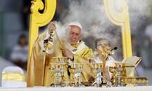 Пет любопитни акцента от визитата на папата в Тайланд (Снимки)