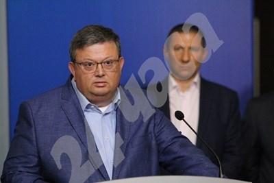 Сотир Цацаров и Борислав Сарафов (на заден план) СНИМКА: Благой Кирилов/Архив СНИМКА: 24 часа