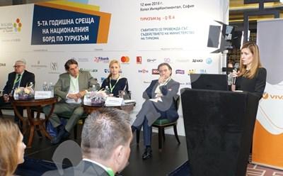 Министър Николина Ангелкова откри форума. СНИМКИ: Десислава Кулелиева СНИМКА: 24 часа