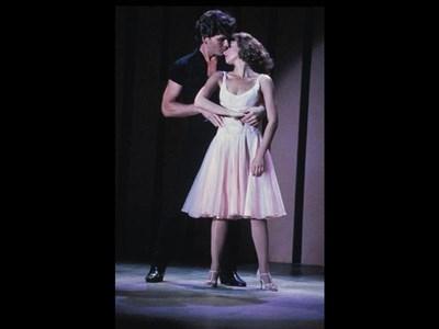 """Една от незабравимите сцени в """"Мръсни танци"""" с актрисата Дженифър Грей. СНИМКИ: РОЙТЕРС"""