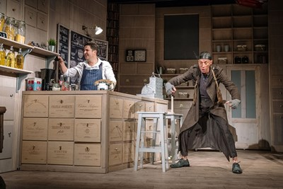 """Малин Кръстев (вдясно) в сцена от пиесата """"Зимата на нашето недоволство"""""""