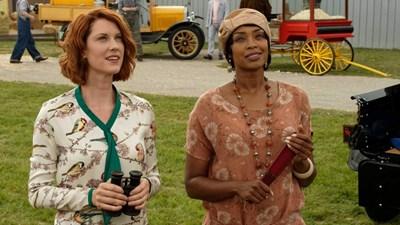 """Лорън Лий Смит (вляво) и Шантел Рейли са детективският екип в """"Случаите на Франки Дрейк"""""""