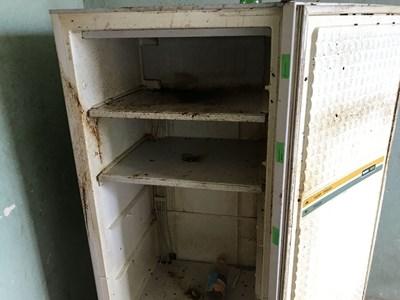 В този повреден и изоставен хладилник било открито трупчето на бебето, напъхано в найлонова торба. СНИМКА: Ваньо Стоилов