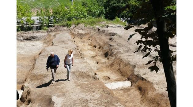 Откриха 3 магически рова пазили неолитно селище в София. Те са защитни съоръжения, отделящи космоса от хаоса
