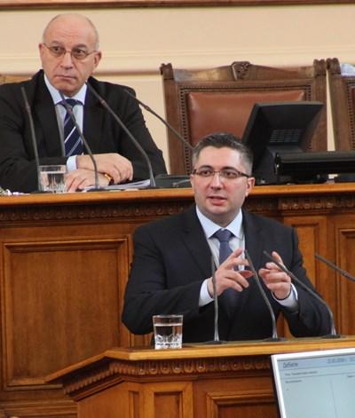 Регионалният министър Николай Нанков отговори на 16 въпроса по време на парламентарния контрол в сряда. СНИМКА: Румяна Тонeва