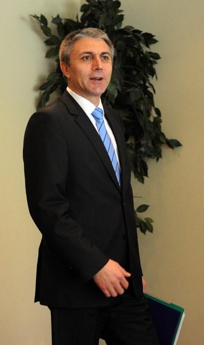 Мустафа Карадайъ вече е просрочил мандата си като лидер на ДПС с година и половина.