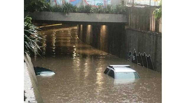 Проливен дъжд потопи Варна под вода (Видео, снимки)