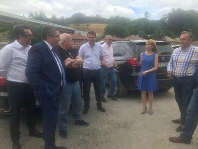 министър Николай Нанков инспектира обходния път на Габрово