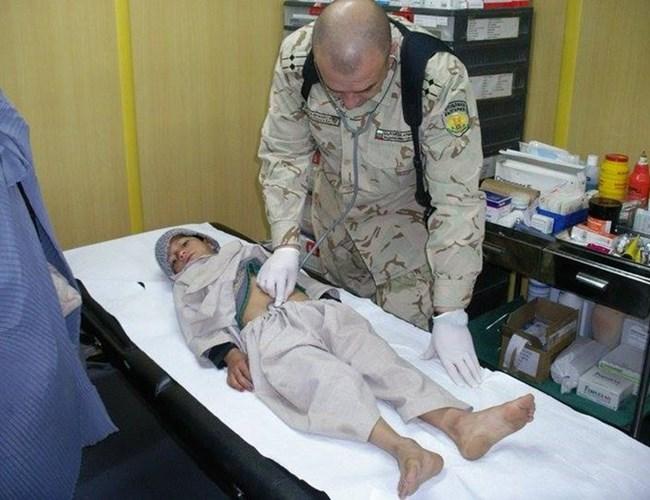 Проф. Мутафчийски се доказва се пред испанските си колеги като ги убеждава, че простреляното дете няма кръвоизлив в корема.