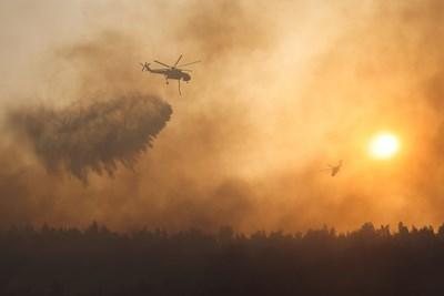Атина в дим, нищо не се вижда, горят десетки къщи (Обзор)