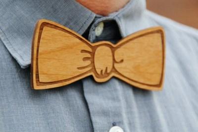 Дървените папийонки подхождат както на официален костюм,  така и на всекидневна риза с  панталон. СНИМКИ: ПИНТЕРЕСТ