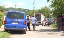 Лекари се борят за живота на простреляните край Сливен мъж и жена от стрелеца, който се самоуби