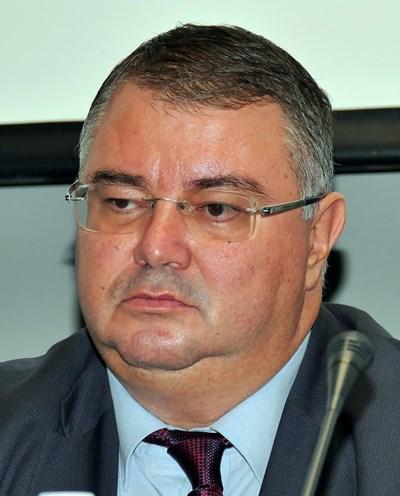 """Увеличение на пенсиите с 5,5% през 2022 г. и с 5,6% през 2023 г. залага управителят на НОИ Ивайло Иванов.  СНИМКА: """"24 ЧАСА"""""""