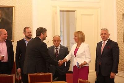 Ръководствата на двете партии се проведоха свои консултации. СНИМКА: Николай Литов