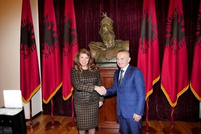 Вицепрезидентът Илияна Йотова бе посрещната в Албания от президента Илир Мета. СНИМКА: Пиер Петров