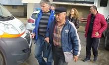 Цигани пребиха и ограбиха посред бял ден 77-годишен в Казанлък. Взеха му 5 кг захар, кисело мляко, 100 лв. и джиесем