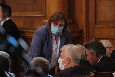 Корнелия Нинова обясни, че БСП ще вземе решение какво ще прави с третия мандат за съставяне на правителство на 1 май. СНИМКА: Румяна Тонева