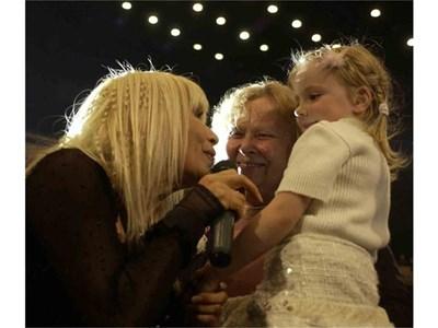 От млади до стари - всички ходят на концертите на Лили Иванова.  СНИМКА: НИКОЛАЙ ЛИТОВ