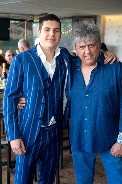 Иван Несторов със сина си Никола на абитуриентския му бал СНИМКА: Фейсбук профил на Иван Несторов-Амебата