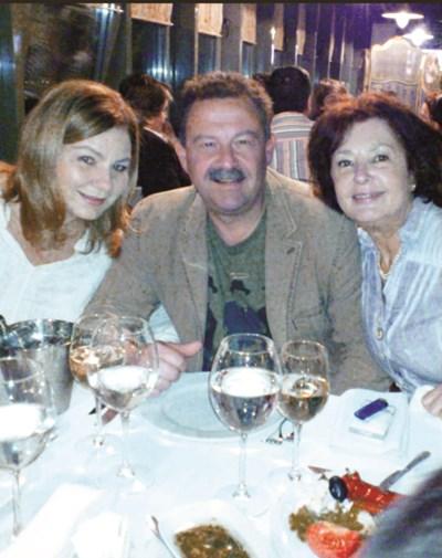 Димитър Цонев с майка си Анахид Тачева и любимата си жена Мариана СНИМКИ: ЛИЧЕН АРХИВ