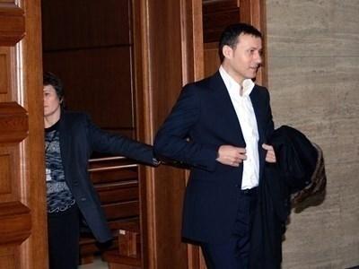 Миню Стайков със силна семейна подкрепа в съда